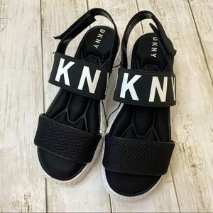 NWOT DKNY 1990s style sandals, size 5